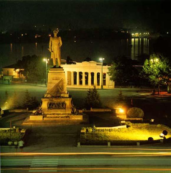 Monument to Nakhimov, photo.